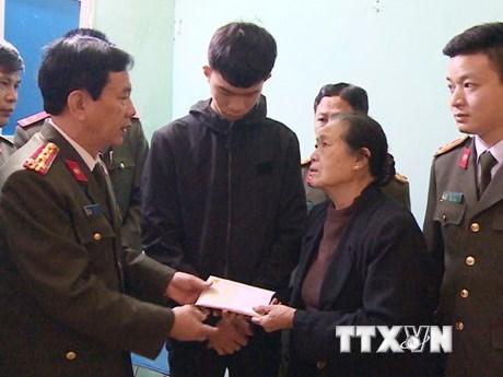 Tặng 150 triệu đồng cho thân nhân 3 liệt sỹ hy sinh tại Đồng Tâm