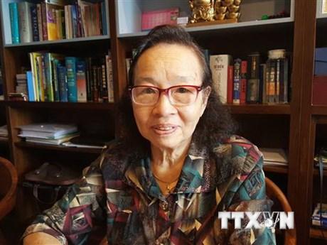 Khúc tráng ca hào hùng: Những bóng áo trắng thầm lặng nơi tuyến đầu | Xã hội | Vietnam+ (VietnamPlus)