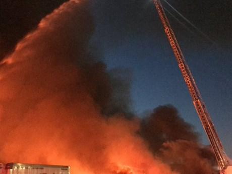 Mỹ: Một bến tàu ở thành phố San Francisco bốc cháy dữ dội