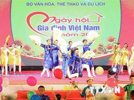 Gìn giữ và phát huy văn hóa ứng xử tốt đẹp trong gia đình | Xã hội | Vietnam+ (VietnamPlus)