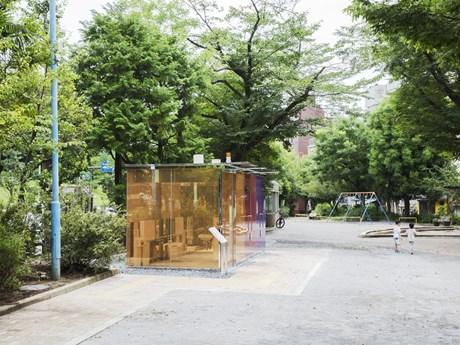 Kính trong suốt thay đổi hình ảnh nhà vệ sinh công cộng tại Nhật Bản