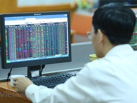 Nhóm ngân hàng, dầu khí chìm trong sắc đỏ dù VN-Index tăng điểm