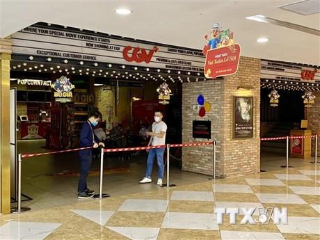 Rạp chiếu phim ở TP.HCM vắng khách trong những ngày đầu mở cửa trở lại
