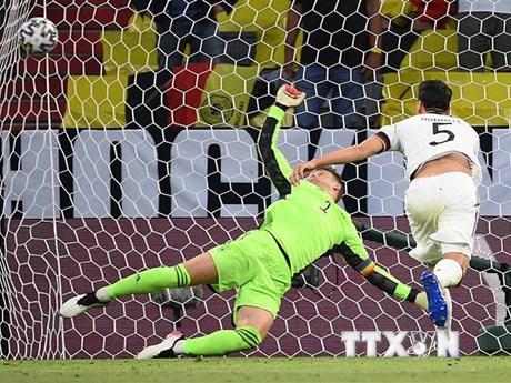 Đội tuyển Đức ngậm ngùi vì bàn phản lưới nhà của Matt Hummels