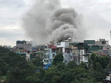 Hà Nội: Cháy lớn tại quán karaoke trên đường Nguyễn Khiết