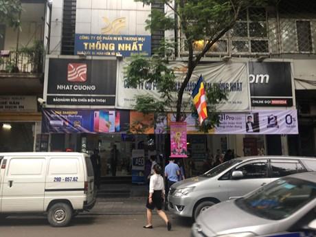 Hà Nội: Khám xét cửa hàng điện thoại Nhật Cường Mobile | Pháp luật | Vietnam+ (VietnamPlus)