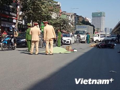 Hà Nội: Va chạm với xe tải, đôi nam nữ tử vong thương tâm | Giao thông | Vietnam+ (VietnamPlus)