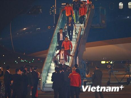 Những hình ảnh đầu tiên về 2 đội tuyển bóng đá tại Nội Bài | Thể thao | Vietnam+ (VietnamPlus)