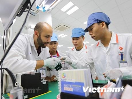 Chuyên gia công nghệ đánh giá thế nào về điện thoại Vsmart?