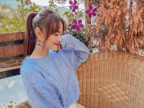 Hết giãn cách xã hội, dàn mỹ nhân Việt xúng xính váy áo đi du lịch | Thời trang | Vietnam+ (VietnamPlus)
