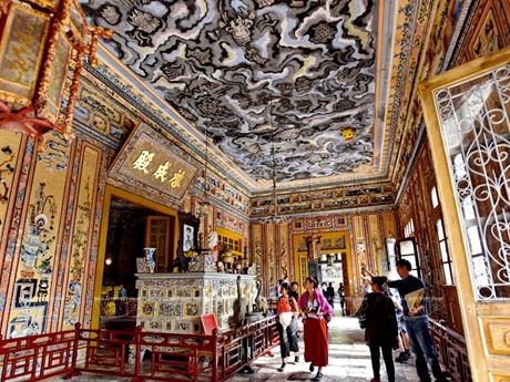 Lăng Khải Định - Kiệt tác nghệ thuật khảm sành của xứ Huế
