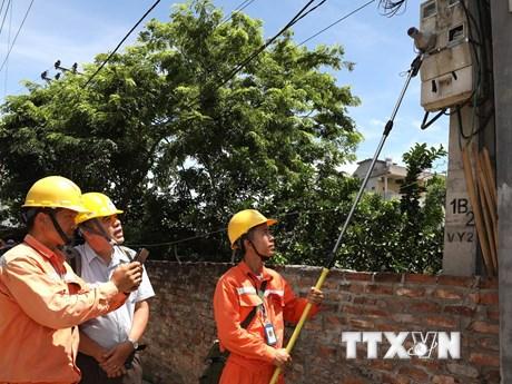 Thấy gì qua việc EVN phối hợp kiểm tra ghi chỉ số côngtơ điện?   Kinh tế   Vietnam+ (VietnamPlus)