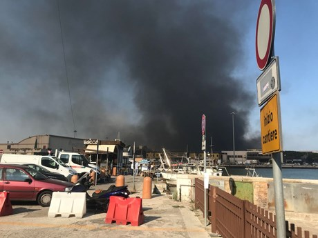 Italy: Cháy nổ nghiêm trọng khiến thành phố Ancona phải đóng cửa