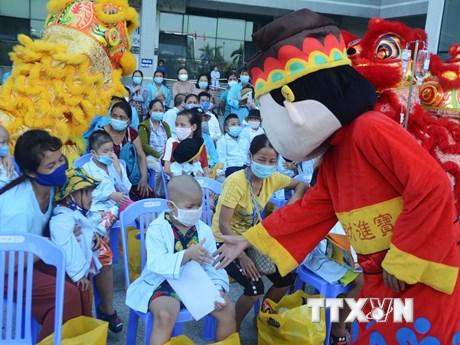 Mang Tết Trung Thu đến với các em nhỏ bị ung thư tại Đà Nẵng