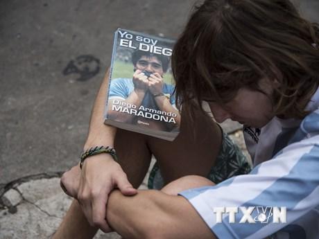 Người hâm mộ tiếc thương huyền thoại bóng đá Dieago Maradona - xổ số ngày 03122019