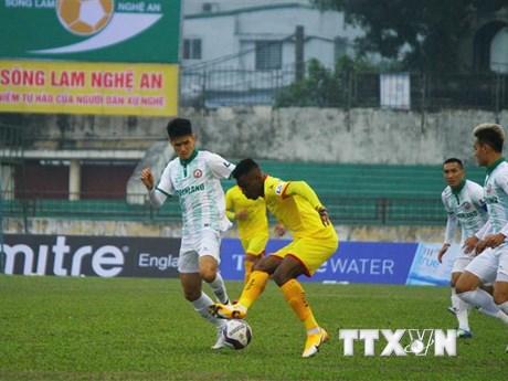 V.League 2021: Sông Lam Nghệ An hòa Bình Định 1-1 dù chơi với 10 người