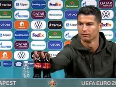 EURO 2020: UEFA khuyến cáo các cầu thủ không nên bắt chước Ronaldo