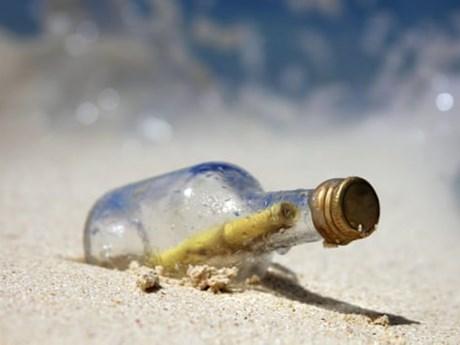 Lời nhắn trong chai thủy tinh lênh đênh trên biển gần 4 thập kỷ