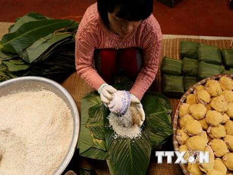 Làng gói bánh chưng Tranh Khúc tấp nập cung cấp cho thị trường Tết