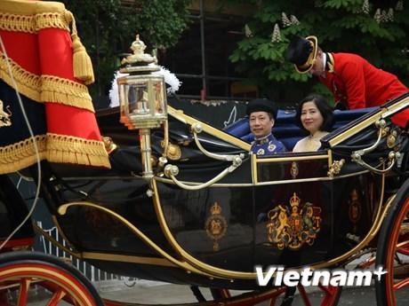 Hình ảnh Hoàng gia Anh dùng xe ngựa đón Đại sứ Việt Nam