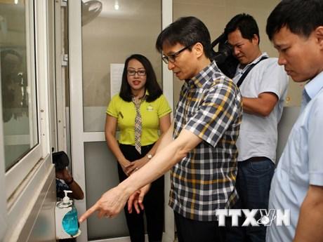 Phó Thủ tướng Vũ Đức Đam kiểm tra vệ sinh trường học ở Hà Nội