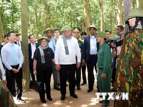 Hình ảnh Chủ tịch Cuba thăm khu di tích lịch sử địa đạo Củ Chi