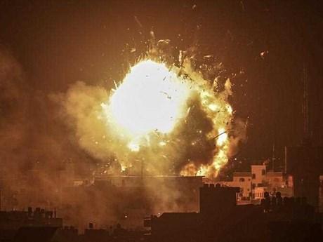 Israel ném bom đài truyền hình của phong trào Hamas ở Gaza