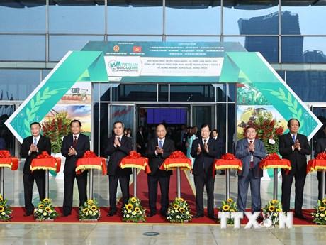 Hình ảnh Thủ tướng dự Hội nghị tổng kết 10 năm nghị quyết về tam nông