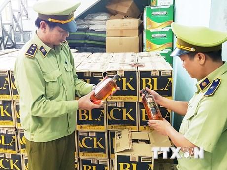 Quảng Bình bắt vụ vận chuyển rượu lậu lớn nhất từ trước đến nay | Pháp luật | Vietnam+ (VietnamPlus)
