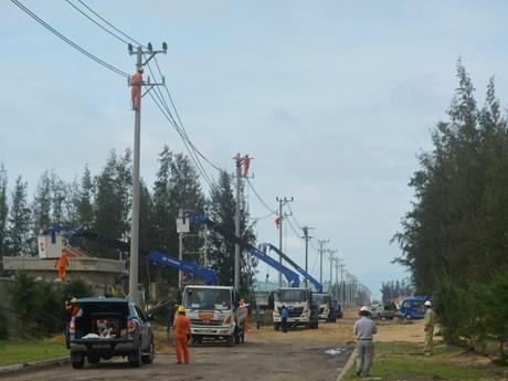 EVN sẽ cơ bản khôi phục cấp điện do ảnh hưởng bão số 6 | Xã hội | Vietnam+ (VietnamPlus)