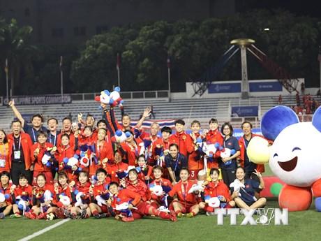 Hình ảnh các tuyển thủ nữ Việt Nam vui sướng nhận tấm huy chương Vàng    Bóng đá   Vietnam+ (VietnamPlus) - xổ số ngày 17102019