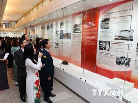 Trưng bày chuyên đề tự hào 90 năm Đảng Cộng sản Việt Nam | Văn hóa | Vietnam+ (VietnamPlus)