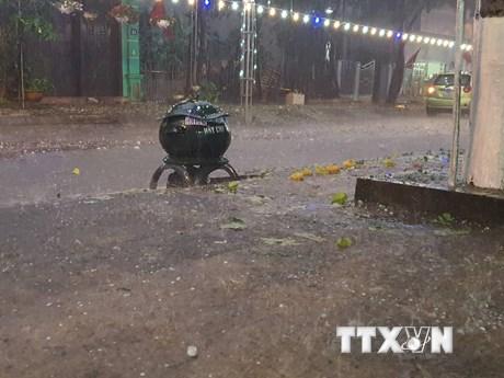 Hơn 12.000 ngôi nhà ở 6 tỉnh miền Bắc bị hư hại do mưa đá và dông lốc   Môi trường   Vietnam+ (VietnamPlus)
