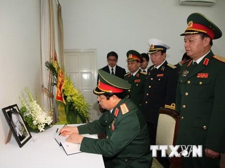 Nhiều lãnh đạo Việt Nam chia buồn với lãnh đạo, nhân dân Singapore