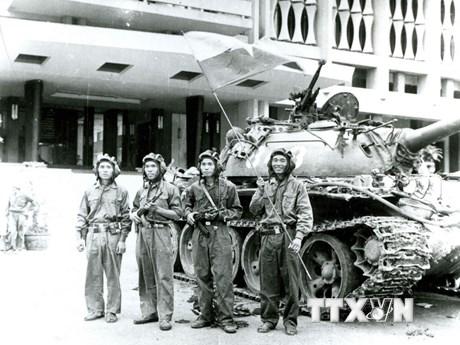 [Photo] Kỷ niệm 43 năm Giải phóng miền Nam, thống nhất đất nước