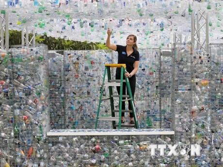 Hình ảnh ngôi nhà độc đáo được xây dựng từ 15.000 chai nhựa