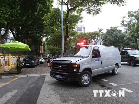 """Hình ảnh xe cảnh sát dẫn giải Vũ """"nhôm"""" và 2 bị cáo đến tòa xét xử"""