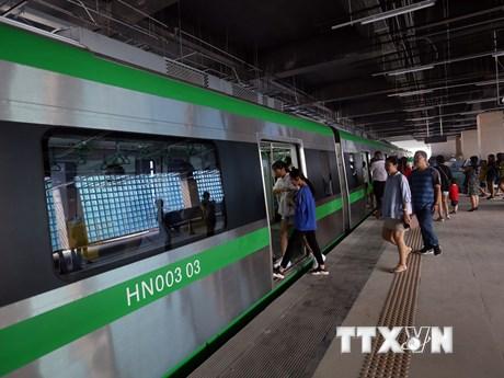 Hình ảnh người dân hào hứng đi thử tàu đường sắt Cát Linh-Hà Đông