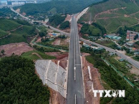 Toàn cảnh tuyến cao tốc Hạ Long-Vân Đồn nhìn từ trên cao