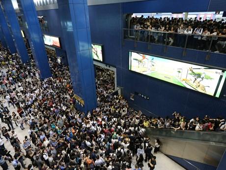 Giao thông Hong Kong tắc nghẽn nghiêm trọng sau siêu bão Mangkhut