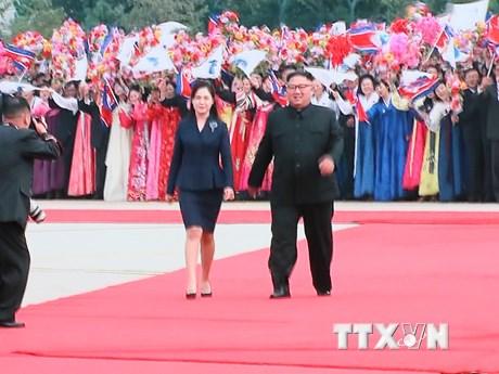Nhà lãnh đạo Triều Tiên chào đón Tổng thống Moon Jae-in tại sân bay