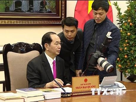 Hình ảnh Chủ tịch nước Trần Đại Quang với phóng viên chuyên trách