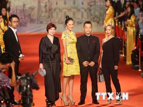 Hình ảnh các nghệ sỹ trên thảm đỏ Liên hoan Phim quốc tế Hà Nội