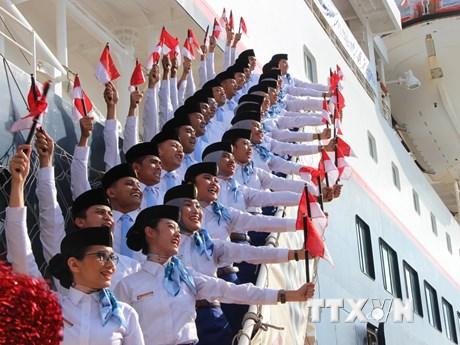 Hình ảnh tuyệt đẹp tại lễ đón Tàu Thanh niên Đông Nam Á và Nhật Bản