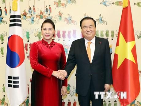 Hình ảnh hoạt động của Chủ tịch Quốc hội tại Hàn Quốc ngày 6/12
