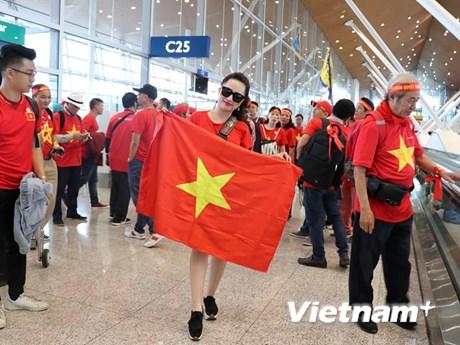 Hình ảnh những nữ cổ động viên Việt Nam xinh đẹp trên đất Malaysia