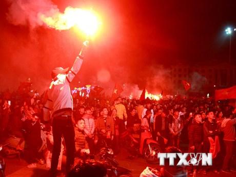 Cổ động viên cả nước tưng bừng mừng Việt Nam vô địch AFF Cup