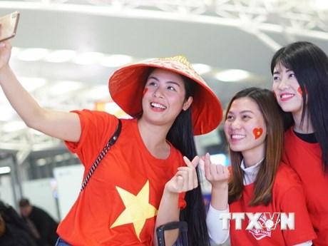 Cổ động viên lên đường sang UAE cổ vũ đội tuyển Việt Nam