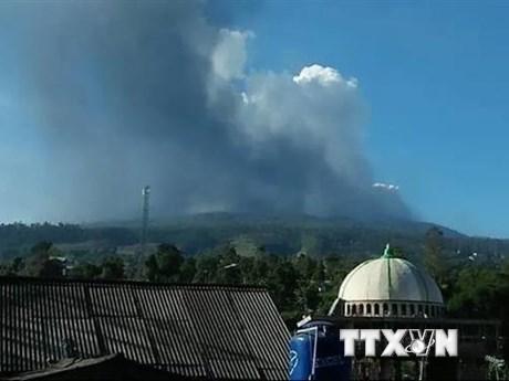 Indonesia cấm các hoạt động gần núi lửa Merapi đang phun trào