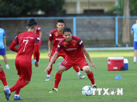 Hình ảnh đội tuyển Việt Nam tập luyện buổi đầu tiên ở Bali | Bóng đá | Vietnam+ (VietnamPlus)